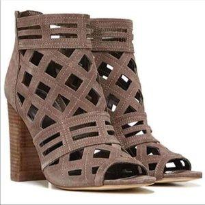 Cutout peeptoe heels 🤎